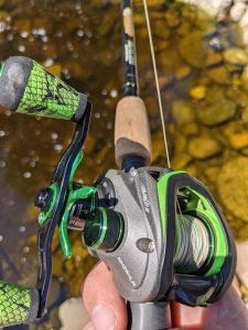 how to cast a baitcaster, baitcaster spool tension knob